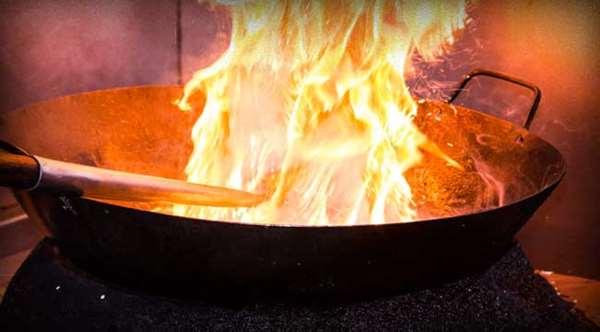 giữ cho dầu ăn không bị bốc lửa