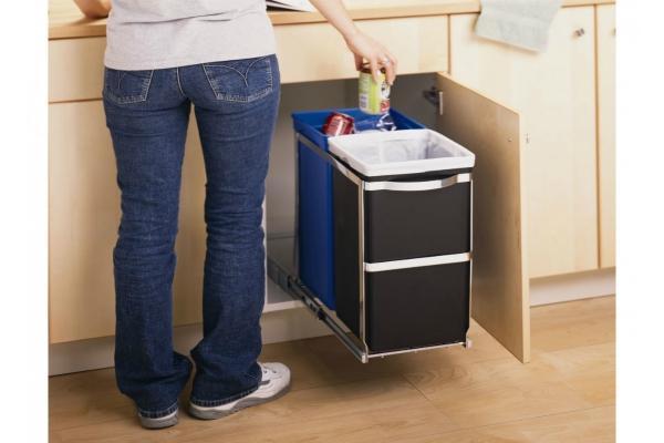 Để thùng đựng rác bên ngoài bếp