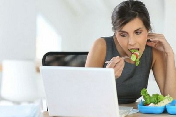 Bạn không có thời gian nấu ăn, bạn vẫn có một tá thứ cho vào thực đơn giảm cân văn phòng của mình