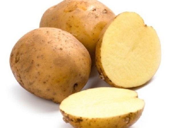 Mẹo vặt nhà bếp dùng khoai tây sống khắc phục món mặn