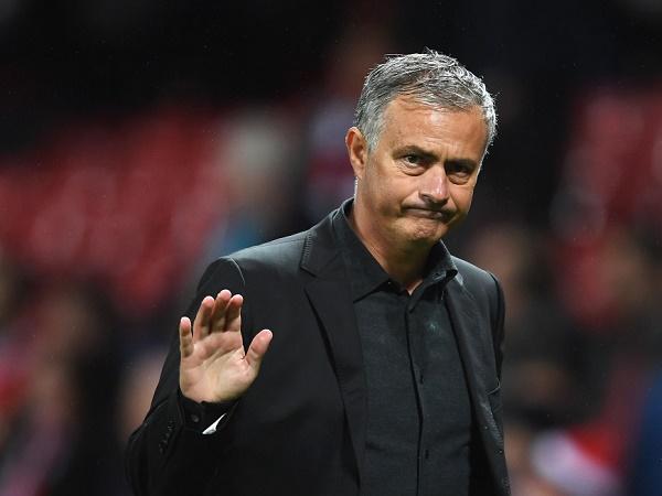 Nhờ Var, Mourinho đá đểu Man City