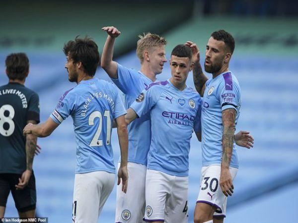 Man City níu chân Liverpool trước bục vinh quang