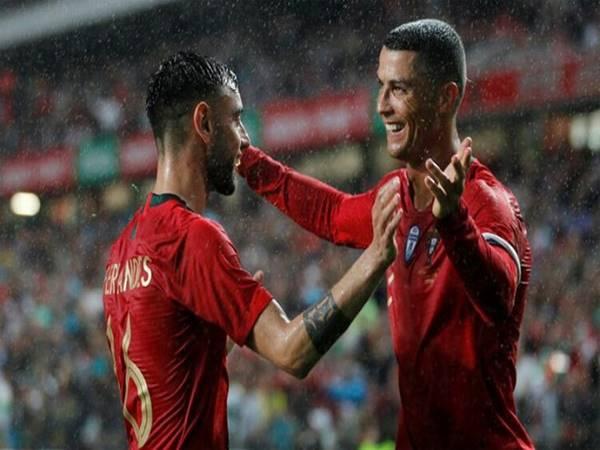 """Bóng đá QT 12/3: Bruno Fernandes bảo vệ """"đàn anh"""" Ronaldo"""