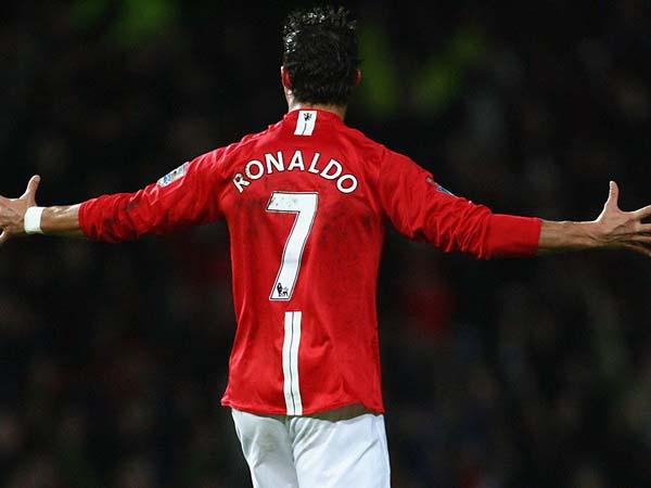 Tin bóng đá trưa 24/4 : MU muốn Cristiano Ronaldo trở lại Old Trafford