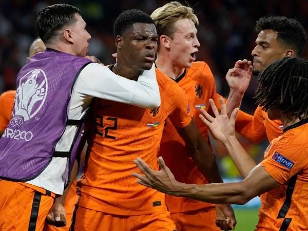Tin bóng đá 18/6: ĐT Hà Lan cán mốc bất bại đáng nể