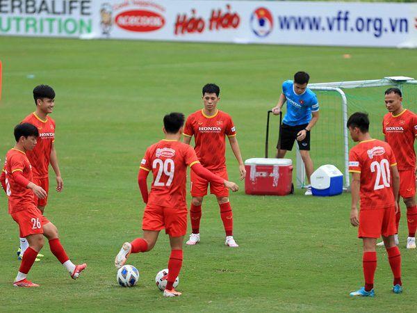 Bóng đá Việt Nam tối 16/8: Đội tuyển Việt Nam đẩy cao khối lượng vận động